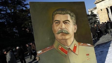 66 ans après sa mort, Staline a du succès... sur Tinder