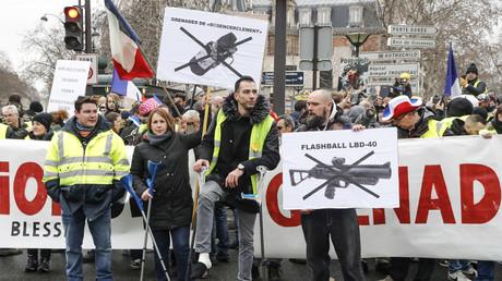Les Gilets jaunes se sont mobilisés à Paris pour rendre hommage aux personnes blessées lors des précédentes manifestations, le 2 février à Paris.