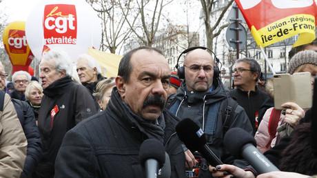 Blocage à Rungis et début d'une grève à l'appel des syndicats et de certains Gilets jaunes (IMAGES)