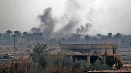 Des nuages de fumée aux environs de la vile syrienne de Baghouz, le 11 février 2019.