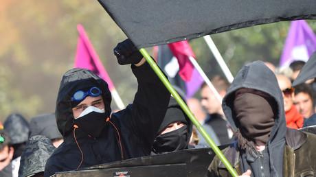 Paris : la Nouvelle Librairie prise pour cible par des individus masqués lors de l'acte 13 (VIDEO)