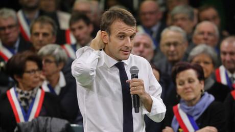 Emmanuel Macron face à 600 maires de France à Grand-Bourgtheroulde, le 15 janvier.