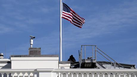 Le drapeau états-unien.