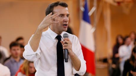 Emmanuel Macron en plein meeting durant le grand débat national, à Etang-sur-Arroux le 7 février 2019.