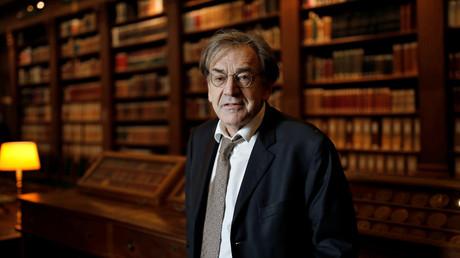 Le philosophe et académicien Alain Finkielkraut à la bibliothèque de l'Institut de France, le 1er décembre 2016 (image d'illustration).