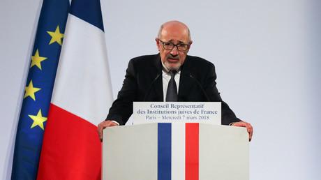 Francis Kalifat, prononce un discours lors du 33e dîner annuel du Conseil représentatif des institutions juives de France (CRIF) le 7 mars 2018 à Paris (image d'illustration).