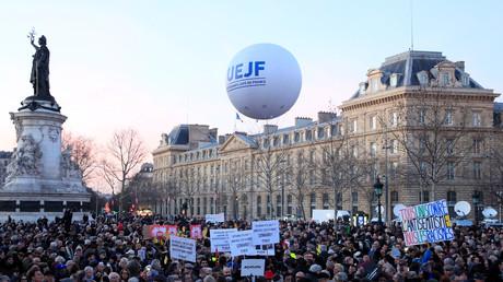 Le gouvernement et des personnalités politiques marchent contre l'antisémitisme à Paris