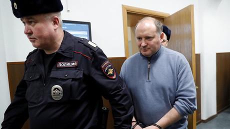 Philippe Delpal, soupçonné de fraude, escorté dans un tribunal à Moscou, le 15 février 2019.
