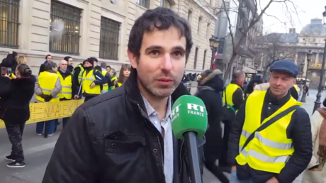 Alexandre Langlois devant le siège de la préfecture de police de Paris avant son passage au conseil de discipline le 20 février 2019.