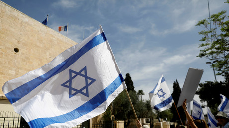 Des Israéliens devant le consulat de France à Jérusalem le 23 mars 2018.