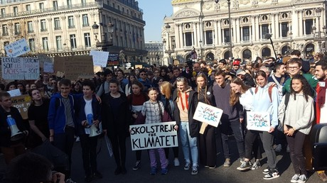 L'activiste Greta Thunberg rejoint les jeunes à Paris pour la grève pour le climat (IMAGES)