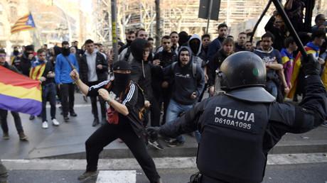 Barcelone : affrontements entre police et manifestants indépendantistes dans le métro (VIDEO)