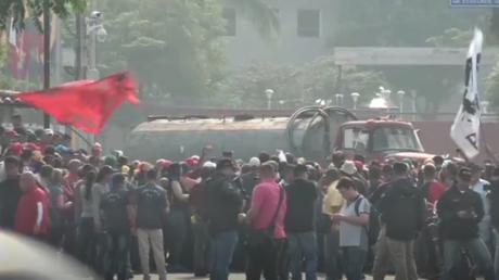 Livraison d'aide humanitaire au Venezuela : la situation à la frontière colombienne en direct
