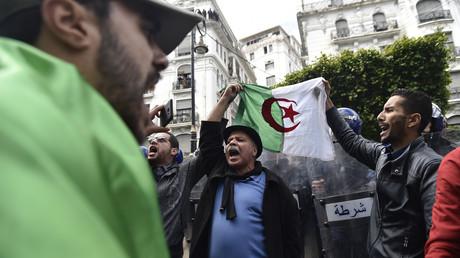 Des Algériens manifestent contre un cinquième mandat d'Abdelaziz Bouteflika à Alger, le 24 février 2019 (image d'illustration).