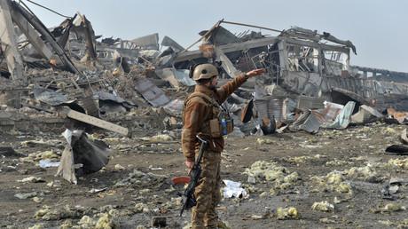 Un membre des forces de sécurité afghanes sur le site d'un attentat suicide contre une entreprise de la sécurité britannique à Kaboul, le 29 novembre 2018 (image d'illustration).
