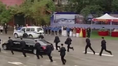 A Hanoï, la spectaculaire escorte de Kim Jong-un est de retour (VIDEO)