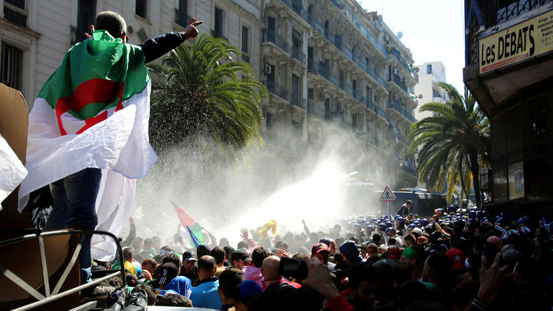 Manifestation en Algérie : un faux procès public règle son compte au pouvoir (VIDEO)