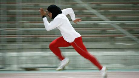 Libération offre une tribune à des femmes musulmanes qui défendent le hijab de sport