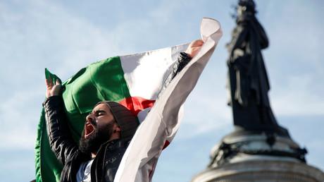 Paris : forte mobilisation contre un cinquième mandat d'Abdelaziz Bouteflika (IMAGES)