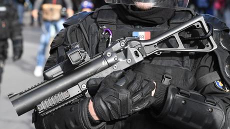 Gilets jaunes : le préfet de police justifie l'usage du LBD après un autre blessé à Paris