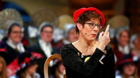 «Pisser assis ou debout» : la blague sur le «troisième sexe» de la dauphine de Merkel ne passe pas