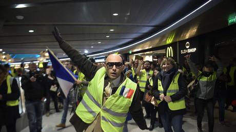 Flashmob de Gilets jaunes à Roissy contre la privatisation annoncée d'ADP (VIDEO)