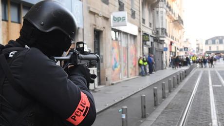 35 ophtalmologues demandent à Emmanuel Macron un «moratoire» sur l'usage du LBD