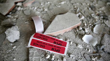 Une étiquette de l'OIAC dans une maison en ruines à Douma en Syrie, le 23 avril 2018 (image d'illustration).