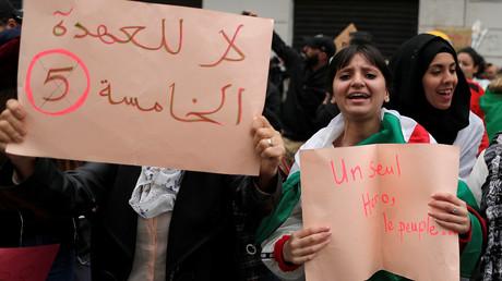 Des femmes manifestent contre un cinquième mandat du président Abdelaziz Bouteflika à Alger, le 8 mars 2019 (image d'illustration).