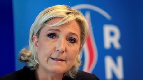 Marine Le Pen demande au gouvernement de suspendre l'octroi de visas aux Algériens