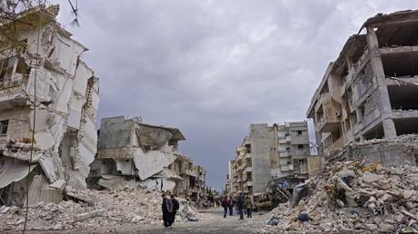 Syrie : l'aviation russe détruit un entrepôt rempli de drones à Idleb (VIDEO)