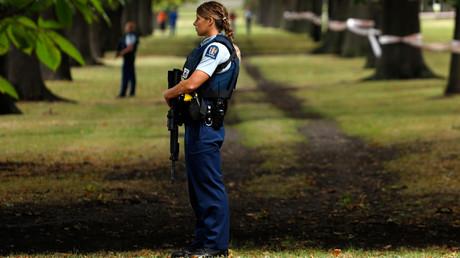 Les autorités établissent un périmètre de sécurité aux abords de la mosquée Masjid al Noor à Christchurch le 15 mars.