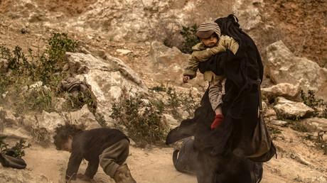 Une femme et des enfants dans la province de Deir Ezzor, dans l'est de la Syrie le 14 mars 2019. (image d'illustration)