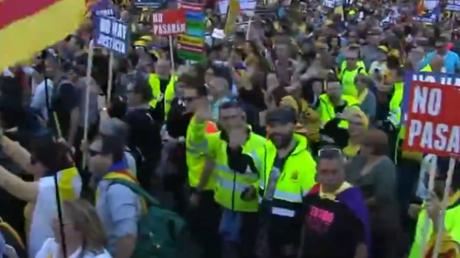 Espagne : des milliers d'indépendantistes catalans se mobilisent à Madrid