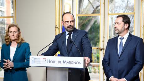 Edouard Philippe s'exprime au côtés de la garde des Sceaux Nicole Belloubet et du ministre de l'Intérieur Christophe Castaner en conférence de presse le 18 mars.