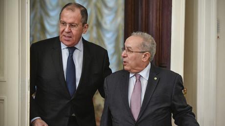 Le ministre russe des Affaires étrangères Sergueï Lavrov reçoit son homologue algérien Ramtane Lamamra à Moscou, le 19 mars 2019.
