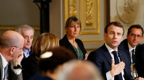 Le président de la République, Emmanuel Macron, prend la parole lors d'un débat avec une soixante d'intellectuels qu'il a conviés à l'Elysée, le 18 mars 2019.