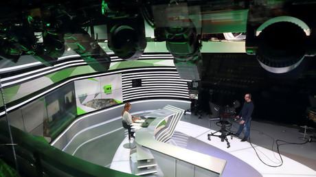 Plateau du Journal télévisé de RT France.