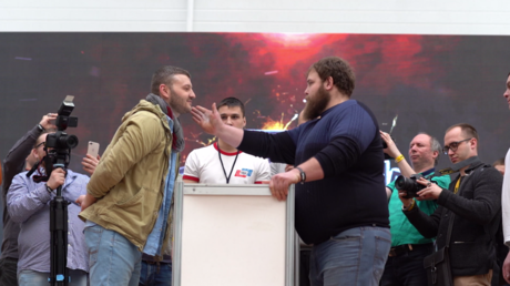 Insolite : Concours de gifles à Krasnoïarsk