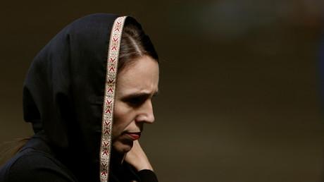 Jacinda Ardern est le Premier ministre néo-zélandais, apparue toute voilée publiquement le 22 mars.