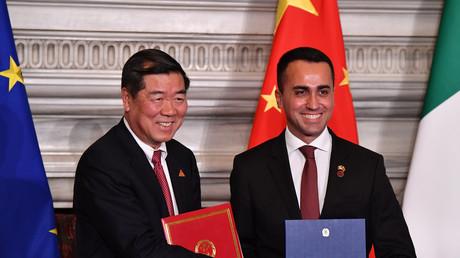 Luigi Di Maio et le président de la Commission nationale de réforme et de développement chinoise.