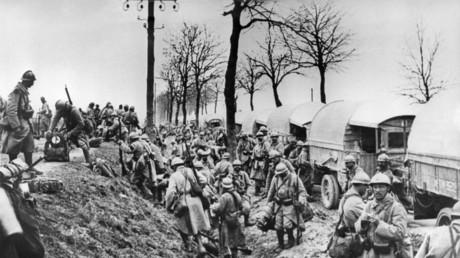 Soldats français arrivant en renfort à Verdun le premier février 1916.