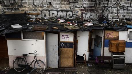 Fausses accusations d'enlèvements d'enfants : des Roms pourchassés en Seine-Saint-Denis (VIDEO)