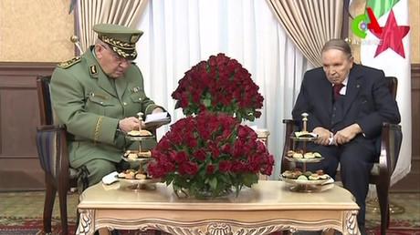 Le président algérien Abdelaziz Bouteflika reçoit le chef de l'état-major de l'armée algérienne, le 11 mars 2019 (Image d'illustration).
