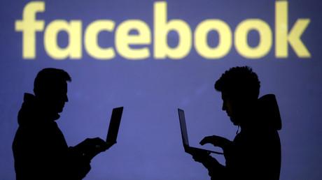 Un logo de Facebook sur lequel apparaissent deux silhouettes (image d'illustration).