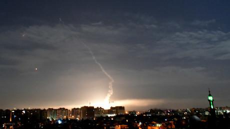 Le système de défense antiaérien syrien répond à une frappe israélienne, le 21 janvier 2019 (image d'illustration).
