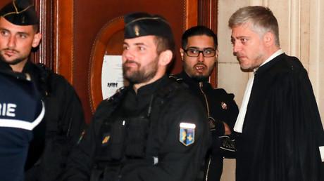 Jawad Bendaoud au côté de son avocat le 21 novembre 2018 à Paris (image d'illustration).