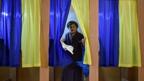 Les Ukrainiens se rendent aux urnes pour élire leur nouveau président, le 31 mars.