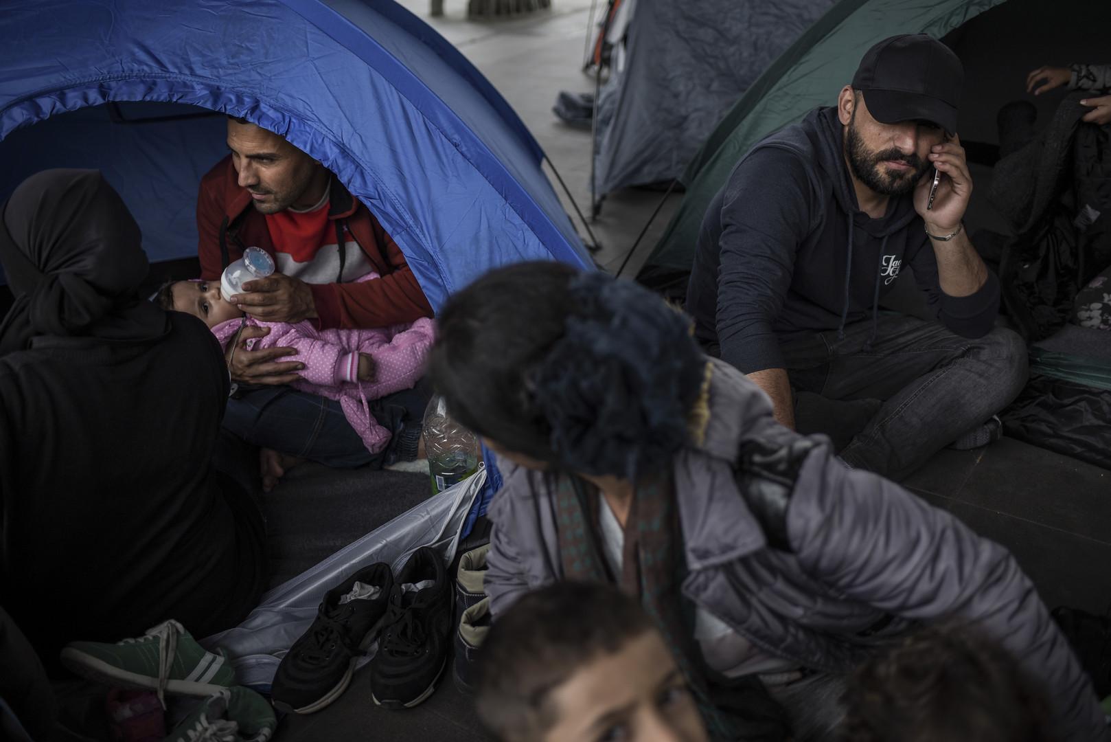 Grèce : des migrants envahissent les rails de la principale gare d'Athènes et bloquent son trafic
