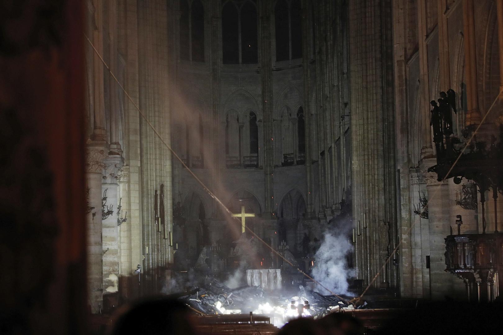 Les glaçantes premières images de l'intérieur de Notre-Dame de Paris, ravagée par le feu (IMAGES)